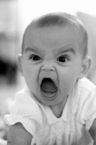 叫ぶ  赤ちゃん