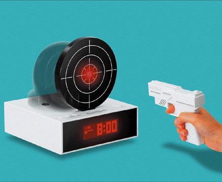 射的型目覚まし時計