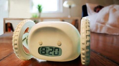 逃げる目覚まし時計