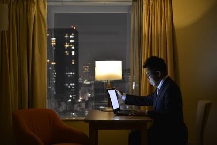 ホテルでノートパソコンを使う