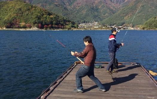 11月の河口湖に釣りに行ったはずなのに、気づいたら泳いでた話