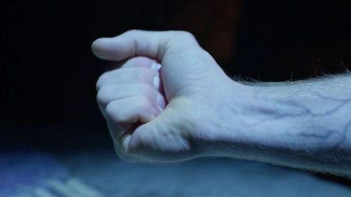 手をグーパーする