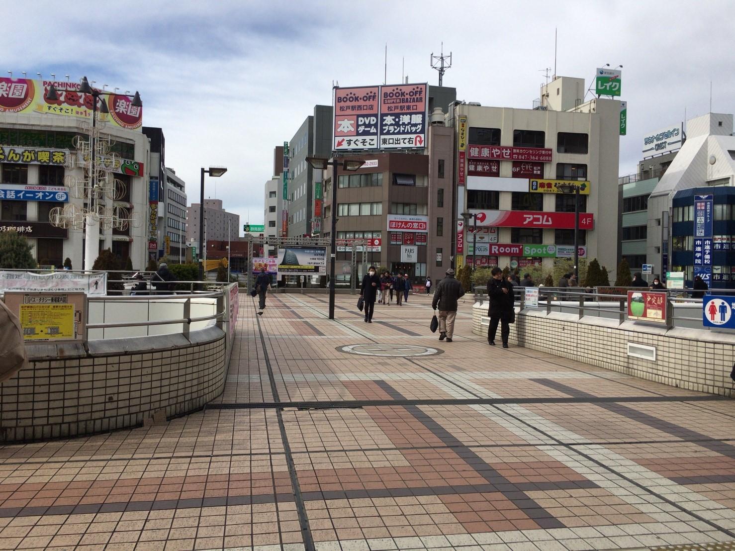 松戸駅のデッキ