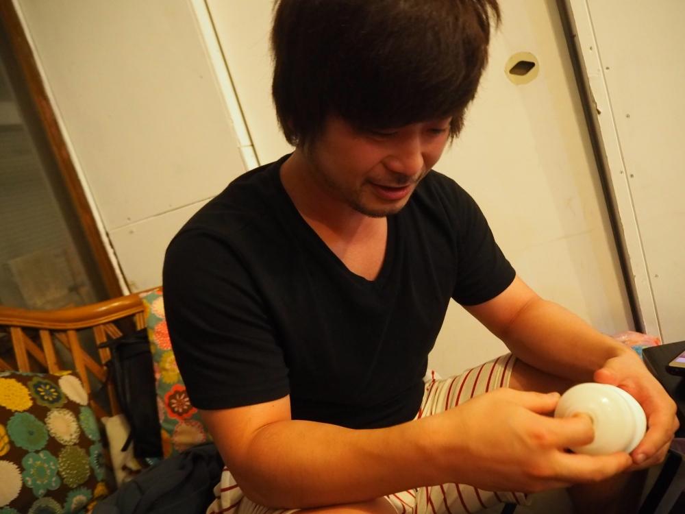 周太郎氏TENGA指にチャレンジ1