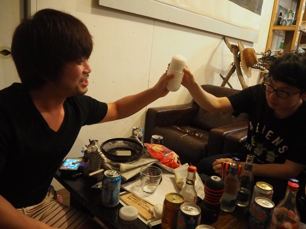 周太郎氏と小太り氏、TENGAで乾杯