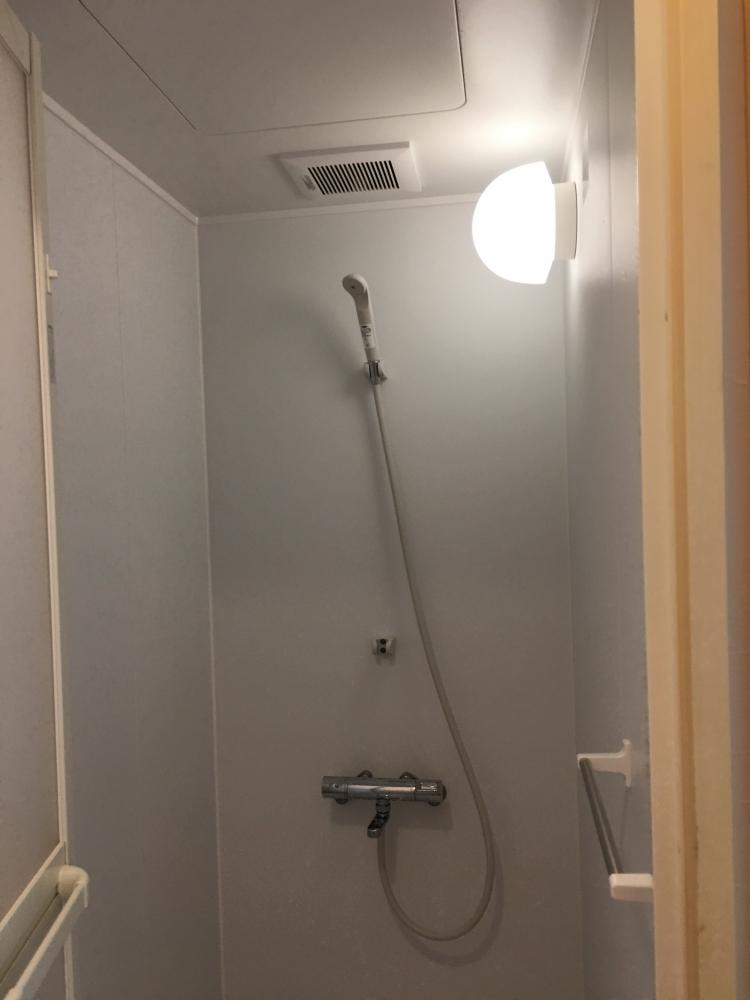 シャワーもついてる