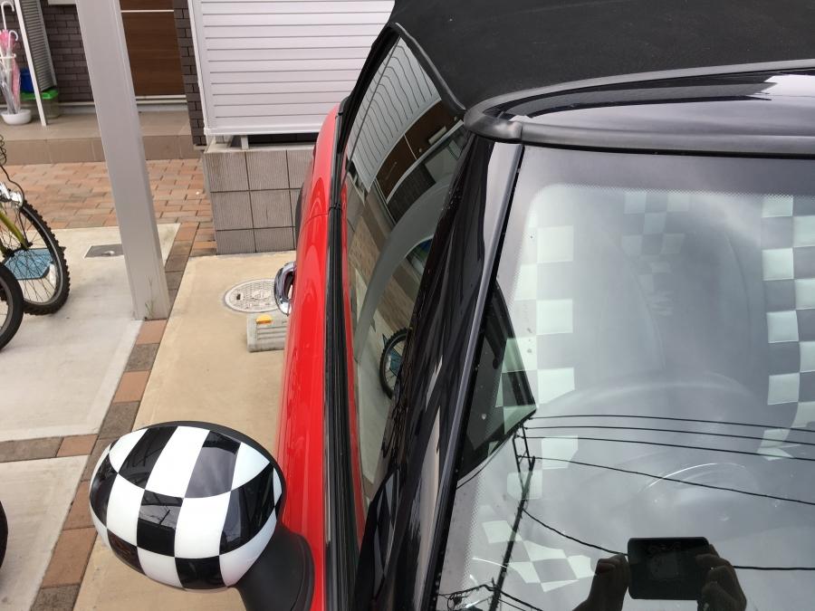 オープンカーの屋根が小さい