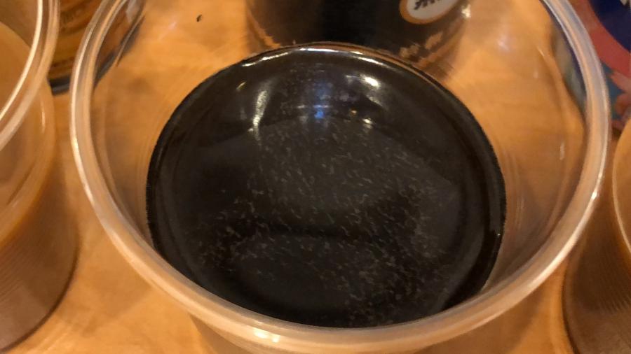 UCCブラック無糖、油分が浮いている