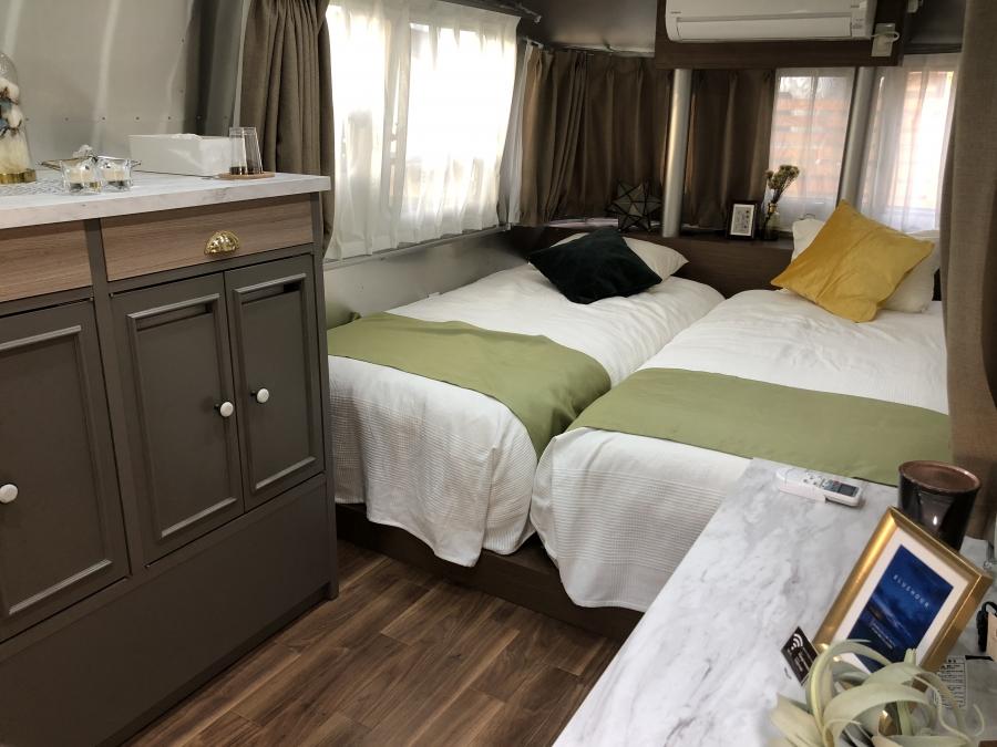トレーラーハウス室内 ベッド